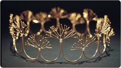 Golden Foam Wedding Crown, Merry Renk Her work can be found in numerous collections including the Renwick Gallery of the Smithsonian American Art Museum, the Oakland Museum, Museum of Fine Arts, Boston. Jewelry Art, Bridal Jewelry, Jewelry Design, Jewellery, Royal Jewels, Crown Jewels, Gold Crown, Bridal Crown, Bridal Tiara