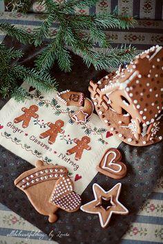 Gingerbread Trio (Little House Needleworks) by loretoidas, via Flickr