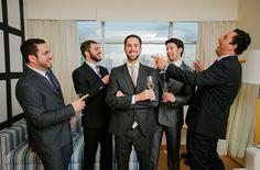 Quando falamos em fotos de casamento a noiva é sempre a estrela mas, é óbvio que o noivo deve participar. A preparação dele não é tão elaborada mas vale a