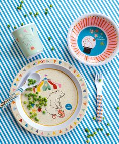 Love this circus themed kids dinner ware!