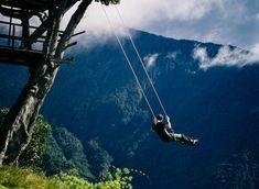 """Luoghi surreali da visitare prima di morire: L'altalena sulla """"Fine del Mondo"""", in Baños, Ecuador"""