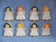 Galletas de mantequilla decoradas con diferentes vestidos de comunión  elaboradas por TheCakeProject en Madrid