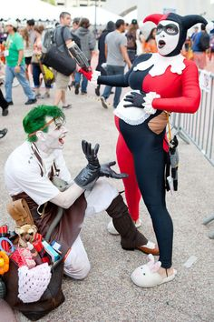 Joker and Harley Quinn. Awesome cosplay! I love the bag. It's got stuffed animals and dynamite. It's just awesome. lol.