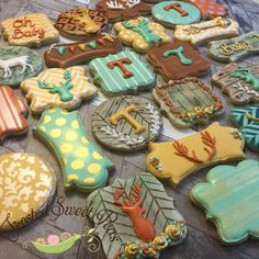 Hunter Deer Wood plank shabby chic deer head cookies from Frosted Sweet Peas