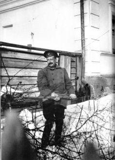 Prince Dolgorukov shovelling snow - Tobolsk 1917.