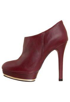 Ankle boot na cor vermelha, da Bottero.
