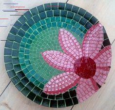Fotoalbum Mosaic Birdbath, Mosaic Garden Art, Mosaic Glass, Mosaic Crafts, Mosaic Projects, Stained Glass Projects, Mosaic Tile Designs, Mosaic Patterns, Mosaic Tiles