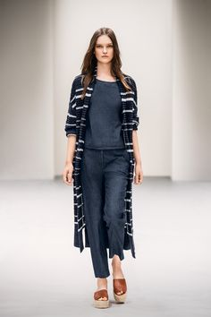 Wintermode Italien 2019 What's new for next winter? Easywear continues to over big, we'll still voltooid wrapping up warm binnen cozy clothes that make us feel safe, but for 2018 comfort will also mean an eclectic succession of familiar pieces, Trends, Marc O Polo, Models, Ss16, Duster Coat, Chic, Cozy Clothes, Jackets, Wrapping