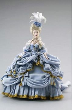 Image detail for -These are some dolls that reproduce the typical costumes of the queen.