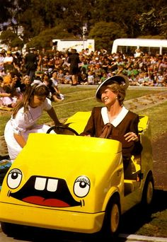 October 31 Diana Rides In A Childs' Mini Training Car With Nine year old Camile Montgomery At Puckapunyal Victoria During Her Royal Tour Of Australia Princess Diana Family, Princes Diana, Royal Princess, Princess Of Wales, Charles And Diana, Prince William And Kate, Prince Charles, Norfolk, Adele
