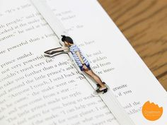 DIY Tutorial: Make your reading more fun with this funny human bookmark