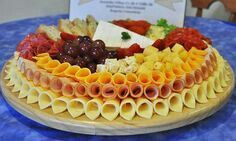 Party Food Buffet, Party Food Platters, Party Dishes, Food Trays, Cheese Platters, Appetizer Recipes, Appetizers, Meat Platter, Reception Food