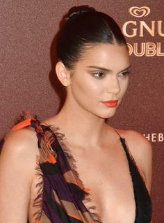 Kendall Jenner orange lipstick / batom laranja em Cannes