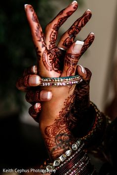 indian wedding Ideas For Wedding Photography Indian Desi Bride photography indian Indian Wedding Poses, Indian Wedding Couple, Desi Wedding, Wedding Pics, Wedding Bride, Bride Indian, Gothic Wedding, Trendy Wedding, India Wedding