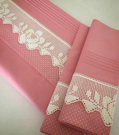 Otomatik alternatif metin yok. Stylish Mens Fashion, Heirloom Sewing, Interior S, Handmade Home Decor, Filet Crochet, Home Textile, Duvet Covers, Models, Bed Pillows