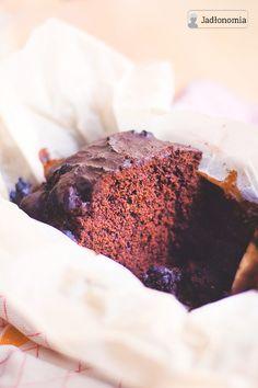 Ekspresowe ciasto czekoladowe z bananami w mocno kawowej polewie