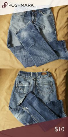 Jean Slim fit ez rider jeans, has small hole on bottom of right leg.(see picture).  Otherwise in great condition Ezekiel Bottoms Jeans