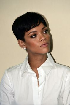 Rihanna's short hair & gorgeous, glowy makeup