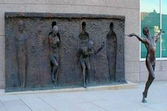 6. Romper el molde, escultura de  frudakis zenos ubicada en Pensilvania