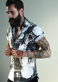 Ricki Hall for Sons Of Heroes Spring Summer Oh my! The beard! The tattoos! The shirt! Estilo Bad Boy, Estilo Hipster, Beard Tattoo, I Tattoo, Tattoo Pics, Moustaches, Street Style Vintage, Barba Grande, Ricki Hall