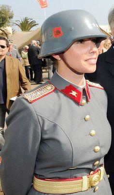 Military Women, Military Police, Idf Women, American Uniform, Tough Girl, Army Uniform, Female Soldier, Warrior Girl, Military Diorama
