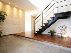 玄関ホール 吹き抜け Empty Room, Home Free, Houzz, Front Porch, Ideal Home, Tile Floor, Entrance, Home And Family, Stairs