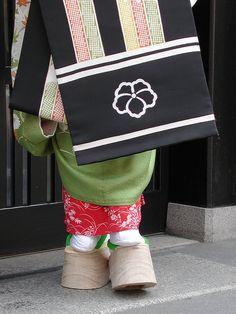 maiko kimono, obi & okobo worn by naohiro / watasan / flickr