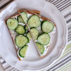 5 Ingredient Cucumber Cream Cheese Toast-- a light and refreshing summer lunch