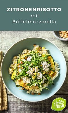 Zitronenrisotto mit Büffelmozzarella Pinienkernen, Ofenzucchini und Rucola – Lemon risotto with buffalo mozzarella Pine nuts, oven zucchini and arugula # Buffalo mozzarella Zucchini, Greek Diet, Buffalo Mozzarella, Greek Recipes, A Food, Vegetarian Recipes, Veggies, Stuffed Peppers, Cooking