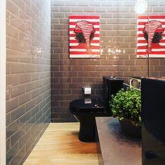 """328 curtidas, 11 comentários - Ana Virginia Furlani ARQ (@anavirginiafurlani) no Instagram: """"Wally's bath! ❤️❤️❤️ revestimento subway da @decortiles para @casamilarevestimentos e quadro…"""""""