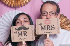 Le Photobooth, c'est le moyen détourné hyper fun d'avoir des photos sympas de tout le monde lors de votre mariage. Eh oui, tout le monde n'est pas super à l'aise à l'idée de se faire prendre en photo enredingote ou en robe longue, le sourire figé devant le photographe qui impose un «Cheese» presque religieux,comme... Read More...