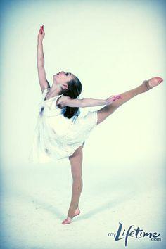maddie ziegler Dance Moms Costumes, Dance Moms Dancers, Dance Moms Girls, Dance Poses, Abby Lee, Show Dance, Just Dance, Maddie And Mackenzie, Mackenzie Ziegler