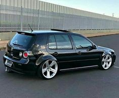 Golf trick, tips and training Vw Golf Vr6, Vw R32 Mk4, Golf Painting, Golf Socks, Golf Pictures, Tennis Accessories, Golf 4, Volkswagen Polo, Luxury Sports Cars