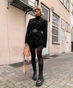 Black Boots Outfit, Winter Boots Outfits, Winter Fashion Outfits, Fall Outfits, Black On Black Outfits, Dress With Boots, Best Casual Outfits, Edgy Outfits, Mode Outfits