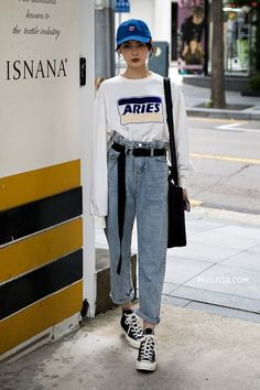 Jelly Zhao, Street Fashion 2017 in Seoul - Fashion Seoul Fashion, Fashion Week Paris, Fashion Weeks, Fashion 2017, New York Fashion, 90s Fashion, Trendy Fashion, Fashion Outfits, Jeans Fashion