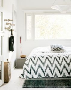 Black and white bedroom - I love that blanket!