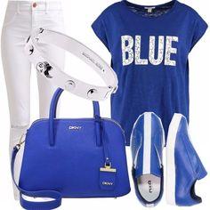 Outfit in cui spicca il colore blue in diverse tonalità. Bracciale Micheal Kors per dare un tocco di lucentenzza al tutto. Jeans skinny con tagli sulle caviglie e sneakers multicolore.