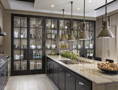 Modern Luxury Kitchens For A Grand Kitchen Kitchen Pantry Design, Luxury Kitchen Design, Home Decor Kitchen, Interior Design Kitchen, Home Kitchens, Glass Kitchen Cabinets, Modern Kitchen Interiors, Cuisines Design, Beautiful Kitchens