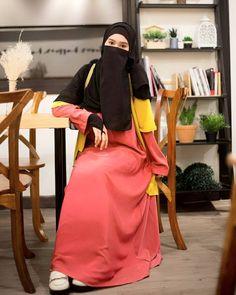 Islamic Girl Images, Hijab Fashion, Fasion, Women's Fashion, Black Abaya, Face Veil, Abaya Designs, Hijab Chic, Beautiful Hijab