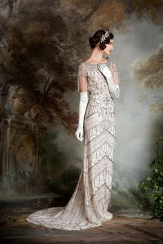The dramatic beading of the Violet wedding dress by Eliza Jane Howell is amazing! Robes D'inspiration Vintage, Vintage Dresses, Vintage Outfits, Vintage Fashion, Retro Fashion, Art Deco Wedding Dress, Vintage Inspired Wedding Dresses, Wedding Vintage, Art Deco Dress