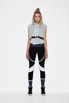 Graphic split between top and bottom BRONX TOP – CROPPED HOODIE W/MESH PANEL The Bronx cropped hoodie is perfect for a cool down after your workout. Perfect for pre work out. Team with any of our leggings for a chic sports luxe look. Gym Style, Sporty Style, Mode Style, Trend Fashion, Sport Fashion, Fitness Fashion, Fitness Wear, Workout Attire, Workout Wear