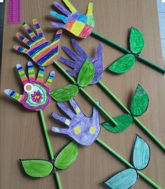 Çocukların ellerini çizerek oluşturabilecekleri basit bir çiçek yapımı😊