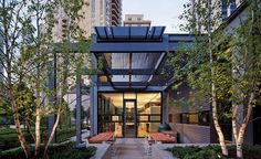 Lincoln Park Residence by Tigerman McCurry Architects in Chicago. #RecordHouses #residentialarchitecture #house #homedesign #designinspo #sustainablehouse #Chicago #LincolnPark #interiors