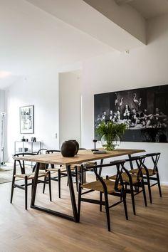 Harmoni i Industriverket Dining Decor, Dining Room Design, Dining Room Chairs, Dining Area, Dining Room Inspiration, Home Decor Inspiration, Traditional Dining Rooms, Traditional Kitchens, Traditional Bedroom
