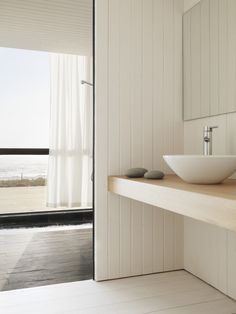 *modern, minimal bathrooms* - House W  by 01Arq in Chile- Photo credits: Mauricio Fuerte