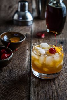Good and not sweet-- This Maple Bourbon Cocktail is full of warm bourbon, maple and orange flavors that pair perfectly for a fall cocktail. Bourbon Cocktails, Whiskey Cocktails, Holiday Cocktails, Cocktail Drinks, Fun Drinks, Yummy Drinks, Cocktail Recipes, Beverages, Drink Recipes