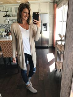 39 Best Spring Cardigan To Add In Your Closet Basic Outfits, Mom Outfits, Everyday Outfits, Casual Outfits, Cute Outfits, Casual Clothes, Fall Winter Outfits, Spring Outfits, Fall Fashion Trends