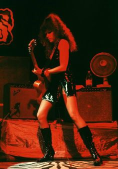 Poison Ivy, The Cramps - Paris 2003 The Cramps, Poison Ivy, Waves, Punk, Singer, American, Concert, Guitar, Candy