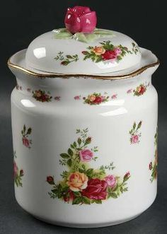 Large Cookie Canister in the Old Country Roses pattern by Royal Albert China Royal Albert, Vintage China, Vintage Teacups, Blue Pottery, Vintage Cookies, Rose Cottage, China Patterns, High Tea, Fine China