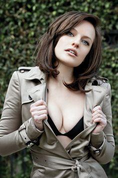 'Mad Men's' Elisabeth Moss: Ex Fred Armisen isn't normal